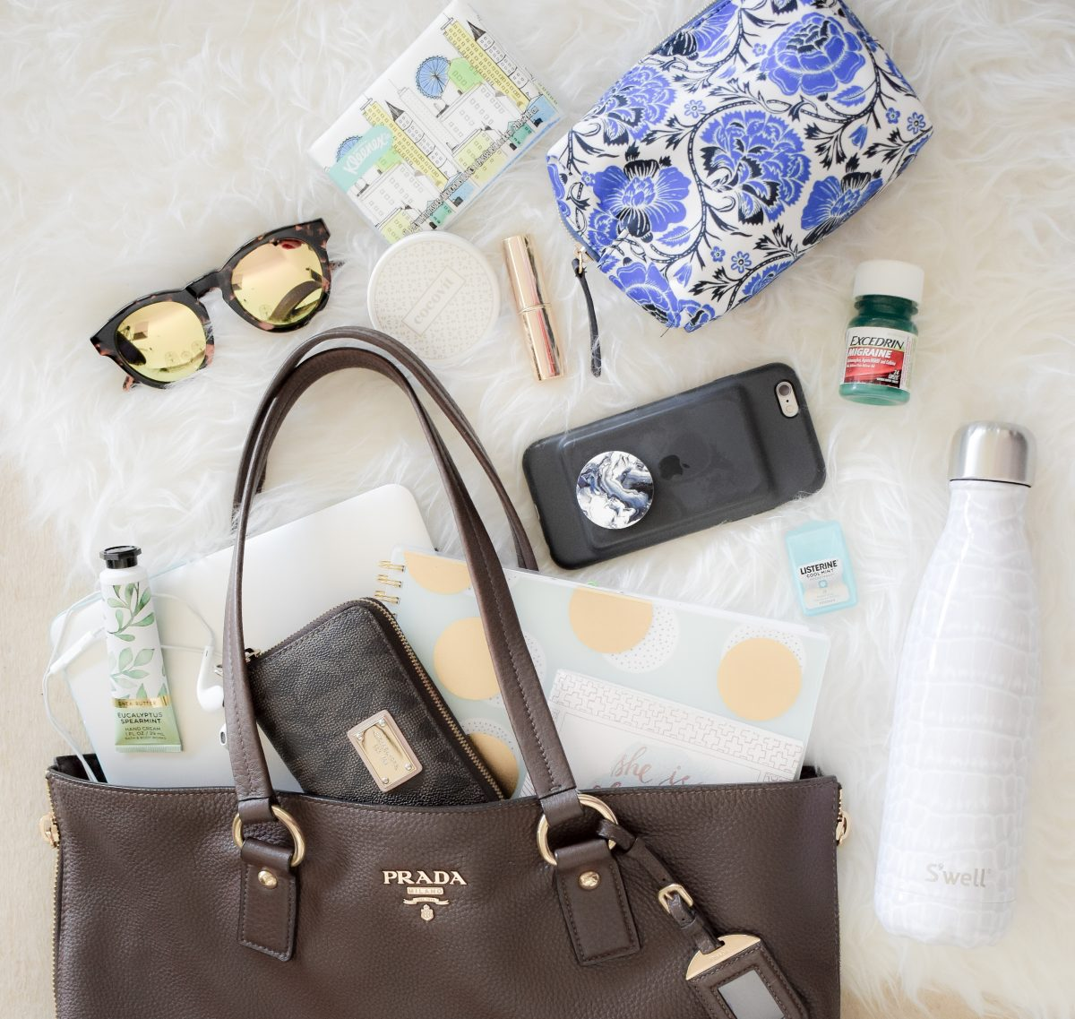 What's in My Bag: Office Edition | Office Essentials | Work Bags | Tote Bag | Cathedrals and Cafes Blog