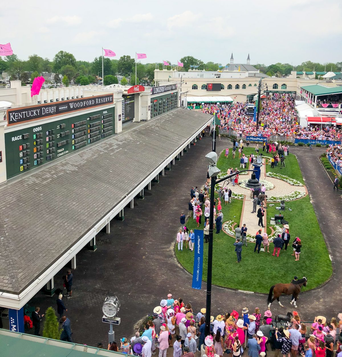 Kentucky Derby Experience | What to Expect at the Kentucky Derby | Cathedrals and Cafes Blog